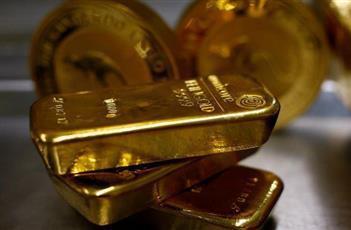 الذهب يهبط أكثر من 1% مع صعود الدولار بعد بيانات أمريكية قوية