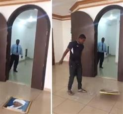 السفارة السودانية تأسف لتحطيم صورة البشير داخل مقرها