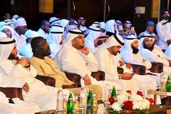 متسابقو جائزة الكويت الدولية للقران أدوا صلاة الجمعة بالمسجد الكبير