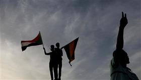 السودان.. تجمع المهنيين: هناك محاولة لفض الاعتصام أمام القيادة العامة