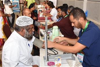 «النجاة الخيرية» أقامت المخيم الطبي الانساني «58» بالجليب لفحص العمالة الوافدة مجانا