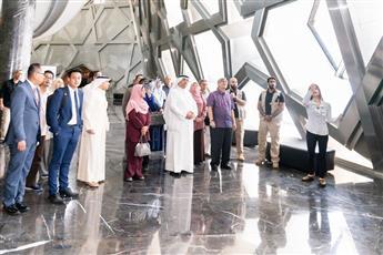 رئيس البرلمان الماليزي يزور مركز «جابر الأحمد» الثقافي