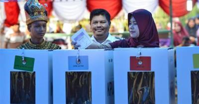 الإندونيسيون يختارون رئيسًا جديدًا بأكبر انتخابات تجرى في يوم واحد بالعالم