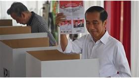 نتائج غير رسمية.. فوز الرئيس الإندونيسي بولاية ثانية