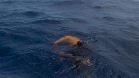 العثور على جثة شخص طافية فوق سطح الماء عند شاطئ الأبراج