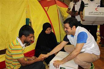 القائم بأعمال سفارة الكويت لدى إيران بالإنابة فلاح الحجرف يشارك في تقديم المساعدات