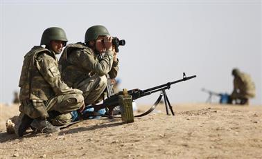 تركيا: مقتل جنديين في اشتباك مع مسلحين قرب حدود العراق