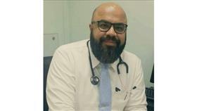 د. عادل رضا أخصائي الباطنية والغدد الصماء والسكري يحذر من تناول الوجبات السريعة