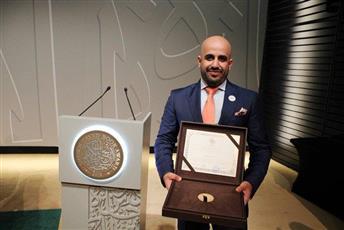 الكاتب الكويتي حسين المطوع يتسلم جائزة الشيخ زايد للكتاب لأدب الطفل والناشئة في أبوظبي