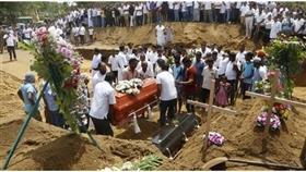 من مراسم دفن بعض الهجمات الإرهابية في سريلانكا