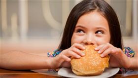 أضرار الوجبات السريعة على الأطفال وحيل للإقلاع عنها