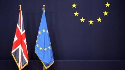 المفوضية الأوروبية: نحترم قرار استقالة ماي.. ونشيد بشجاعتها السياسية