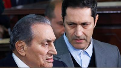 علاء مبارك يبحث عن «واسطة»: نفسي أعمل عمرة