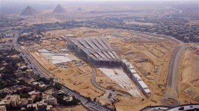 مصر.. تمثال الملك إخناتون يصل المتحف الكبير وسط إجراءات أمنية مشددة
