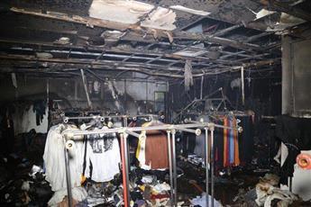 «الإطفاء»: إخماد حريق سوق شعبي بسرداب مجمع تجاري في الجهراء