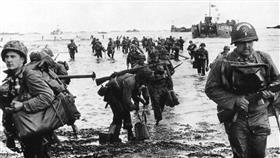 قادة الحلفاء يحيون ذكرى إنزال النورماندي من على الشاطئ الجنوبي لبريطانيا