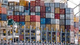 انكماش «غير متوقع» للعجز التجاري الأميركي