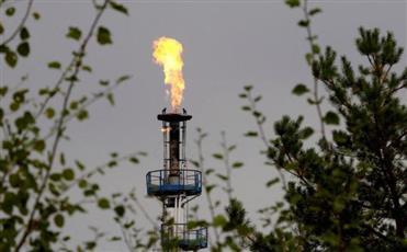 النفط يهبط 1% وسط نزاعات التجارة وضبابية تخفيضات المعروض