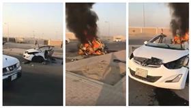 مقتل شخص في حادث ارتطام سيارة بعمود إنارة وانشطارها نصفين بالسعودية