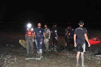 «الإطفاء»: إنقاذ 3 أشخاص علقوا في وحل طيني بمنطقة الخويسات البحرية