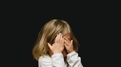 كيف تساعد طفلك في التخلص من مخاوفه غير المنطقية؟