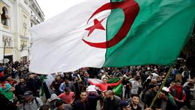 جزائريون يطالبون بـ«مرحلة انتقالية» لا تتجاوز مدتها السنة