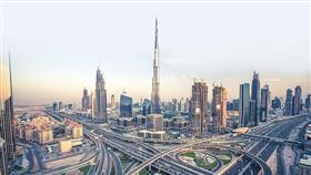 «تواصل بسعادة».. دبي تمنح الزائرين شريحة اتصال مجانية