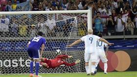 «الفار» يحافظ للأرجنتين على فرصة الصعود بالتعادل مع باراغواي
