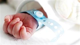 إيرانية تتاجر بالرضع.. ولادات مبكرة والتسعيرة 4 آلاف دولار