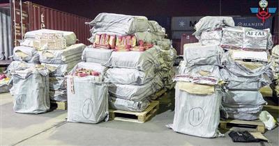 «الجمارك»: ضبط نحو 700 ألف حبة «تنباك» وسجائر مهربة وبضائع مقلدة