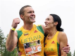 زوجان من ليتوانيا يفوزان ببطولة العالم لحمل الزوجات للمرة الثانية
