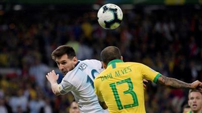 داني ألفيس يرد على ميسي بعد تتويج البرازيل بـ«كوبا أمريكا»