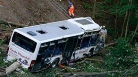 مصرع 13 شخصاً إثر انقلاب حافلة في باكستان