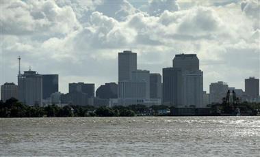 العاصفة «باري» تقترب من مدينة نيو أورليانز الأمريكية ومخاوف من حدوث فيضانات