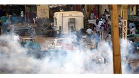 الشرطة السودانية تطلق الغاز المسيل للدموع على المتظاهرين في الخرطوم