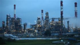 النفط يهبط أكثر من 1% بعد زيادة مخزونات الوقود الأمريكية