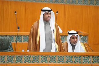 وزير الكهرباء يوقع قرارات نقل وتعيين عدد من المراقبين