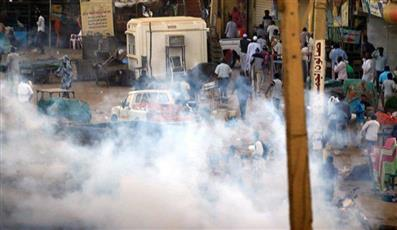 السودان.. إطلاق الغاز المسيل للدموع لتفريق المتظاهرين