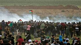إصابة نحو 100 فلسطيني في مسيرة «العودة» على حدود غزة