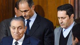 علاء مبارك يرد على إشاعة وفاة والده