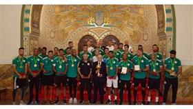 الرئيس الجزائري يمنح لاعبي الخضر أوسمة الاستحقاق