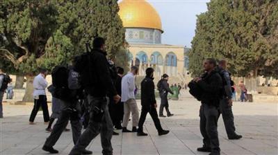 مستوطنون وحاخامات يقتحمون المسجد الأقصى وسط حراسة مشددة من الاحتلال الإسرائيلي