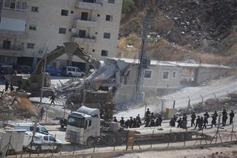 سلطات الاحتلال الإسرائيلي تشرع بهدم مبان سكنية جنوب القدس