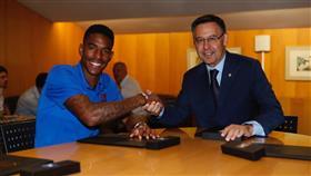 «برشلونة» يضم الظهير الإسباني جونيور فيربو