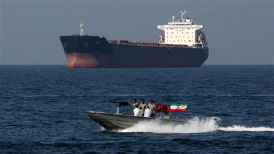 أمريكا تحذر السفن التجارية من التهديدات الإيرانية في مضيق هرمز والخليج