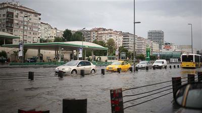 تركيا.. أمطار غزيرة تشل الحركة بإسطنبول