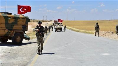تركيا: مقتل 3 مدنيين وجرح 12 في قصف جوي على رتل عسكري تركي بسوريا