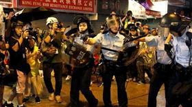 شرطة هونغ كونغ تطلق الغاز المسيل للدموع على المحتجين