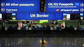 بريطانيا تعلن اعتماد إجراءات أمنية جديدة في المطارات