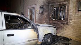 «الإطفاء»: حريق كيبل كهرباء انتقل لمركبات وملحق عمارة في الجليب